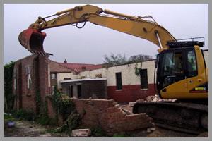 gépi földmunka - épületbontás